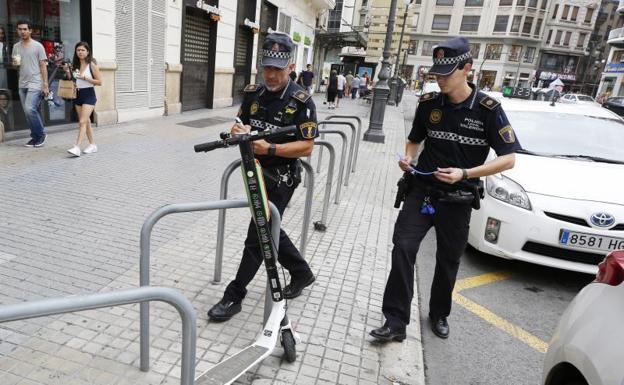 patinete-policia-keIB-U60868840148epD-624x385@Las Provincias.jpg